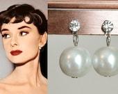 Audrey Hepburn Pearl Dangle Earrings- e587