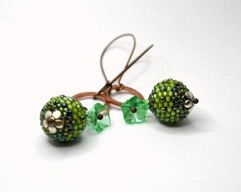 Beaded beads earrings - SPRING  - Globe Beaded Earrings and green chech bell flower