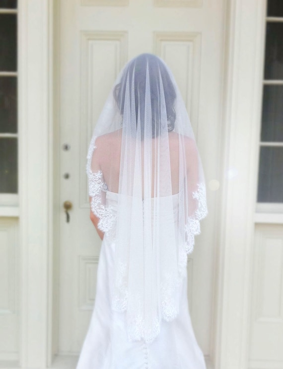 Catalina style002 Mantilla veil trimmed in Chantilly lace imported from France