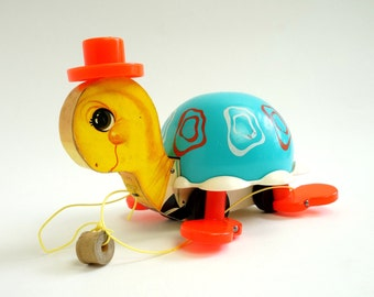 Fisher Price Tip Toe Turtle 1962 / Moving Feet Vintage Chime Pull Toy