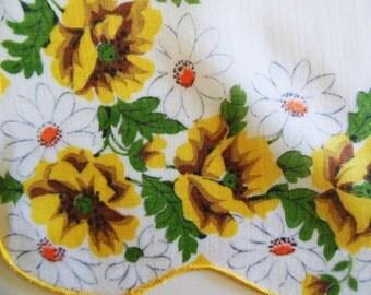 Vintage Cotton Hanky, Yellow flowers, White Daisy, 12 x 12... Scalloped Edge