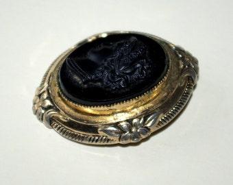 1950s Coro cameo brooch