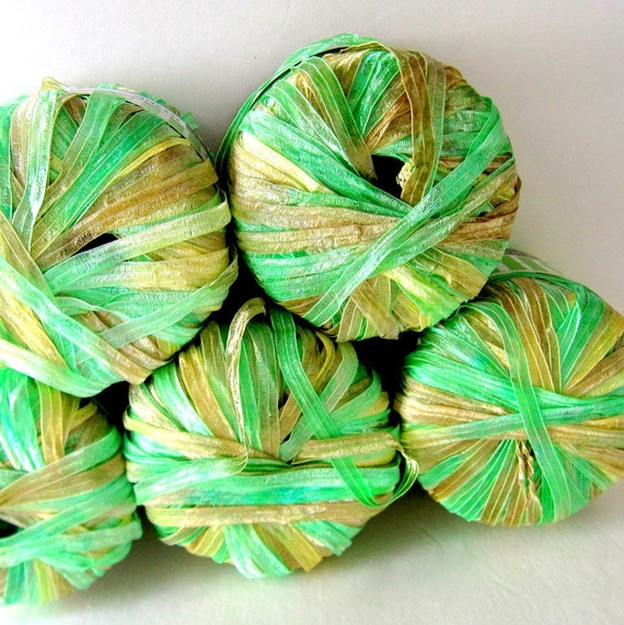 Novelty Yarn : SHINY PRINT Novelty Ribbon Yarn by Gringnasco - 5 Skeins Celery Green ...