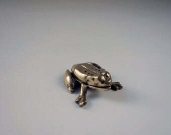 Vintage Brass Frog Box / Brass Frog Trinket Container