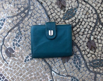 Treasury Item - Vintage Amity Hunter Green Leather Wallet - Very Nice