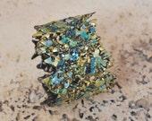 Bracelet de brassard large dentelle amical en plastique bleu