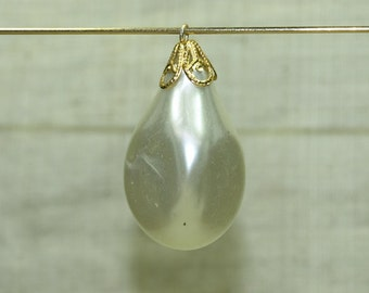 Bag of 10 Vintage 1960's Pearly Bauble Charm from Japan. VGL501