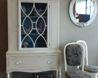 China cabinet bookshelf storage antique vintage Chippendale shabby chic newly painted