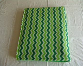 Fleece Blanket green Chevron - Clearance