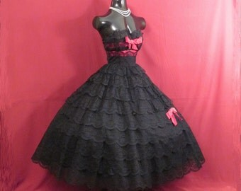 Vintage 1950's 50s STRAPLESS Black Lace Tiered Red Velvet Bows Circle Skirt Party Prom Holiday DRESS Gown