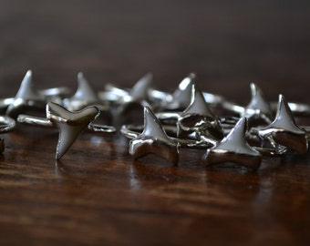 Dainty Shark Tooth Ring /// Silver