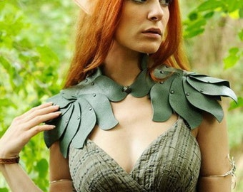 Sage green leather shoulder piece Elf collar Shoulder armour Shoulder accessories Fairy leaves fantasy fashion Cosplay Larp Burning Man
