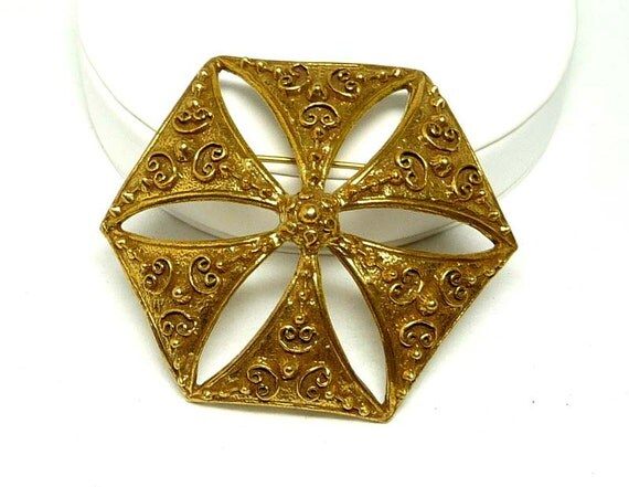 Vintage Benedict Brooch Reverse Flower in Gold Tone