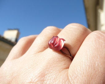 Glass small delicate repurposed vintage ring - carved tulip pink iridescent shining opalescent - moonglow - petite bague rose