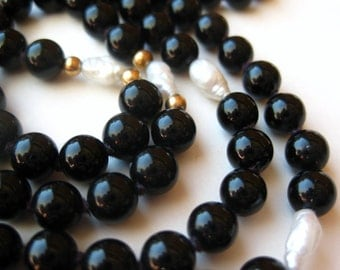 """Vintage 14k Gold Black Onyx Bead Freshwater Pearl 30"""" Long Necklace"""