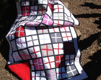 Baby Quilt Red & White Crossroads