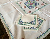 Vintage Card Table Size Table Cloth with 4 Napkins Embroidered Blue and Green Folk Art Design with Burgundy Flowers