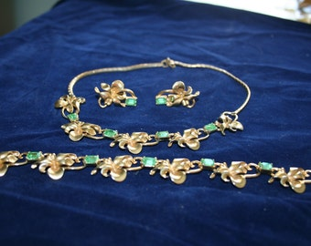 Choker, Bracelet, Clip On Earrings Parure Set Peridot Green and Gold Tone