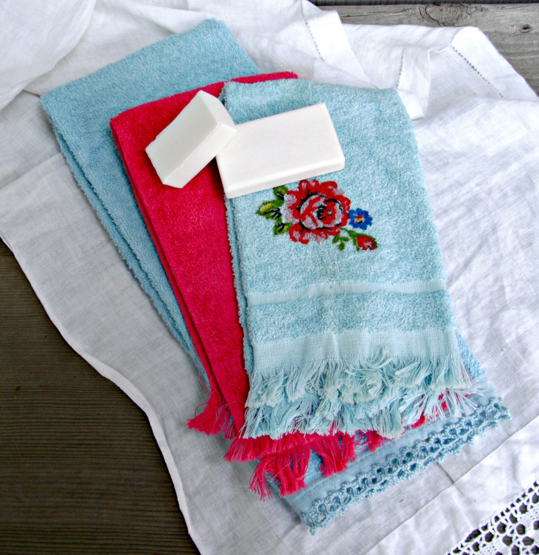 Vintage Towels: Vintage Bathroom Hand Towels Set Of Three
