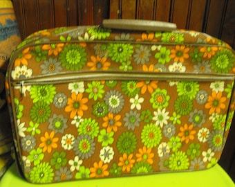 Vintage Mod Funky Daisies/Flowers Soft Sided Suitcase Made in Japan