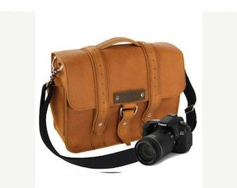 "14"" Bourbon Newport Voyager Leather Camera Bag"
