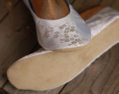 US 9 / Euro 39 / UK 7.5, Ivory and White Silk Slippers #535