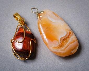 Set og 2 Vintage gemstone pendants with metal loop
