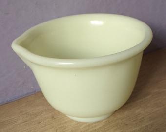 Antique 1950's Hamilton Beach custard glass mixing bowl with spout, Antique kitchen glass bowl, retro kitchen, mid century kitchen