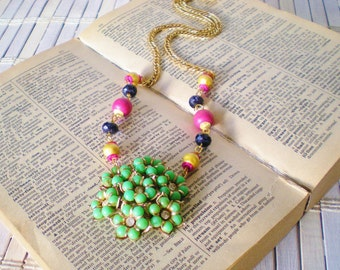 Green Rhinestone Flower Cluster Necklace, Upcycled Vintage, Pink & green, Floral, Retro style, Beaded