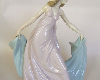 Lladro Porcelain Figurine #5663 , Spring Dance