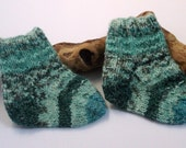Hand knitted bluey green self patterning baby girls / boys socks. 9 to 18 months. UK 3  EU 19  US 3.5