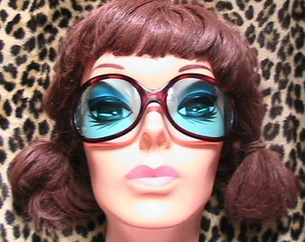 Groovy 1960s Woman Wrap Oversized Mod SUNGLASSES - Blue Lenses - Made in Italy - DEADSTOCK