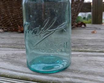 1900-1910 Ball Mason pint jar with Presto lid