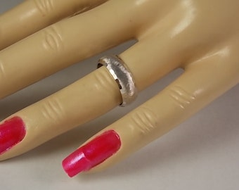 1960s Florentined Wedding Band White Gold 14K 6mm wide 4.8gm size 5 Excellent