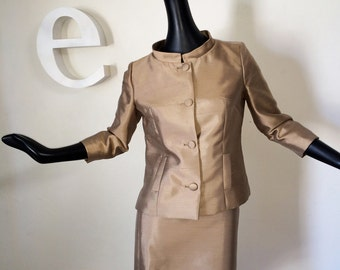 ULTIMATE Mad Men Outfit 2 pc Jackie O Suit Dress Mod Space Age Nehru Collar Jacket Pencil Skirt Designer Couture Look Taupe Beige Small Med