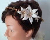 White and gold Lily Crown - Wedding Crown, Bridal Crown, Bridal, bridal Fascinator, Floral Bridal Fascinator, Paper flower Fascinator crown