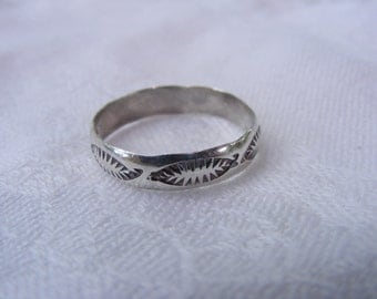 Etched Feathers Sterling Silver Ring, Size 10.5