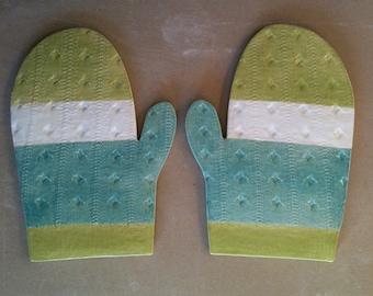 Textured mitten shaped trivet/cheeseboard set of 2