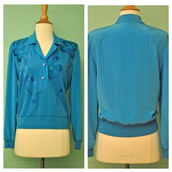 Vibrant Vintage 1970s Blouse - 70s Sweater in Bright Blue with Inlay Flowers - Hippie Floral Mod Button Up
