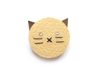 CAT BROOCH in BEIGE