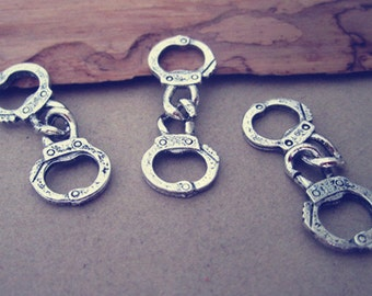 20pcs Antique silver handcuffs pendant charm 12mmx32mm