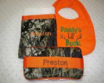 "3 Piece Camo Baby Boy Gift Personalized Wipe Case, ""Daddy's lil Buck"" Bib, Personalized Burp Cloth - Perfect for the Little Hunter"