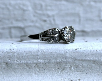 Vintage Platinum Diamond Retro Engagement Ring - 1.00ct