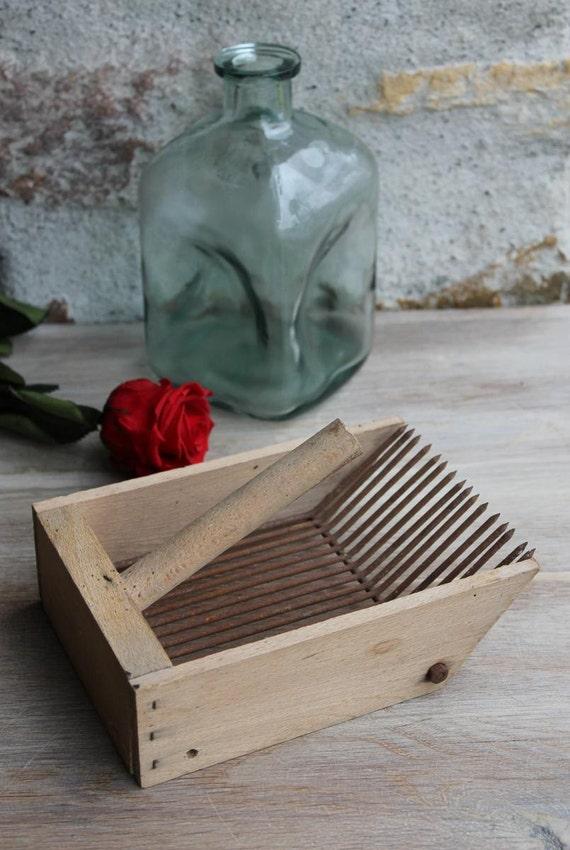 h lzerne cranberry beeren picker schaufel harke vintage. Black Bedroom Furniture Sets. Home Design Ideas