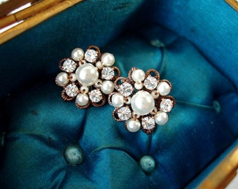 Pearl Earrings. Rhinestone Jewelry. Stud Earrings. Bridal Jewelry with Rhinestones. Pearl Jewelry. Pearl Studs. Rhinestone Earrings. ビジュー