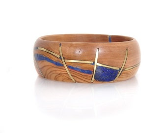 Wood Bracelet, Olivewood with Blue Lapis and Golden Brass Lines – Golden Blue Web