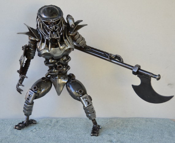PREDATOR 12 inches, with Axe & Shield - Scrap Metal Art