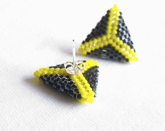Beaded Triangle Earrings, Triangle Stud Earrings, Yellow and Grey Earstuds, Geometric Post Earings, Small Beadwoven Earings -Made in Germany