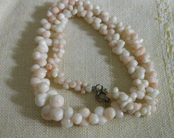 Sweet Vintage Angel Skin Coral Necklace - 15 1/2 inch