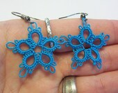 tatted turquoise flower earrings, turquoise flowers, tatted flowers, tatted earrings, flower earrings, earrings, dangle earrings, earrings